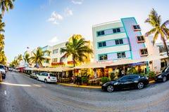 在海洋驱动的看法在迈阿密在艺术装饰区 免版税图库摄影