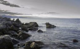 在海滩,克罗地亚的岩石 库存图片