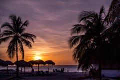 在海滩,古巴的日落 免版税库存图片