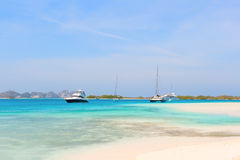 在海滩,委内瑞拉的游艇 免版税库存图片