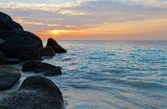 在海洋的日出 免版税库存图片
