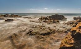 在海洋,特内里费岛的柔滑的看法 免版税库存照片