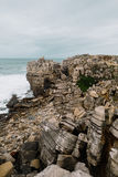 在海洋,葡萄牙的很多小石头 免版税图库摄影