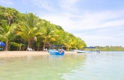 在海滩,巴拿马的小船 图库摄影