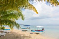 在海滩,巴拿马的小船 库存图片