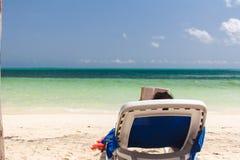 读在海滩 库存图片