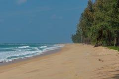 在海滩Sai Kaew的美好的日落在普吉岛,泰国 图库摄影