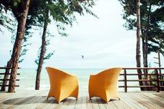 在海滩seaview的两把扶手椅子没人 免版税库存图片