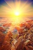 在海instagram窗框的美好的日出 库存照片