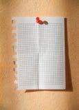 在涂灰泥的墙壁上的板料 免版税库存图片