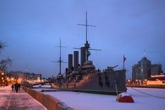 在涅瓦河停泊的巡洋舰极光 圣彼德堡 库存照片