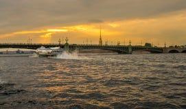 在涅瓦河的水翼艇在圣彼德堡 免版税库存照片