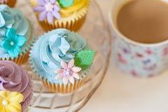 在淡色的杯形蛋糕选择 图库摄影