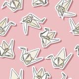 在淡色的Origami纸天鹅手拉的贴纸无缝的样式 库存例证