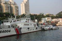 在深圳蛇口口岸的中国海洋警察军舰 免版税库存照片