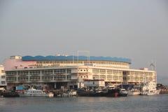 在深圳nanshan shekou捕鱼港口的冷藏 库存图片