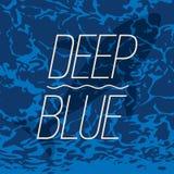 在深蓝色海洋海报的大鲸鱼游泳 免版税库存照片