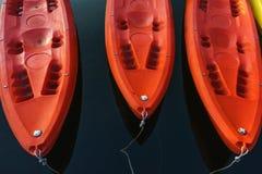 在深蓝水的红色皮船 库存照片