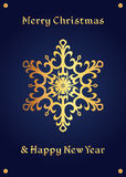 在深刻的蓝色背景的典雅的金黄雪花,圣诞卡 免版税库存照片