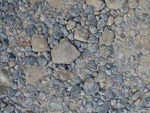 在混凝土前的未加工的石渣建筑的 免版税库存照片