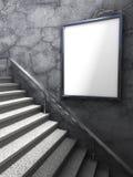在混凝土墙上的空白的广告广告牌大模型有梯子的 免版税库存照片