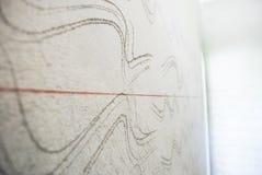 在混凝土墙上的红线 库存图片