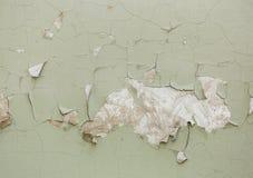 在混凝土墙上的老破裂的油漆 免版税库存图片