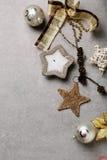 在混凝土的圣诞节装饰 库存图片