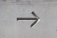 在混凝土的箭头 库存照片