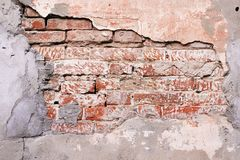 在混凝土的老红砖框架 免版税库存照片
