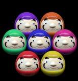在混合颜色概念的Daruma玩偶在白色孤立背景中 库存图片