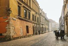 在清早光,克拉科夫,波兰的Kanonicza街道 免版税库存照片