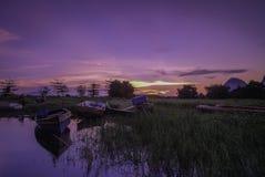在清早Timah Tasoh湖附近的美好的日出 库存图片