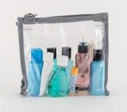 在清楚的塑料袋的旅行化妆品 免版税图库摄影