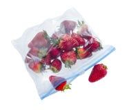 在清楚的塑料袋的草莓 免版税库存照片