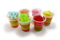 在清楚的杯的果子和蝴蝶形状的果冻 库存照片