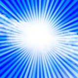 在清楚的蓝天的阳光 免版税库存图片