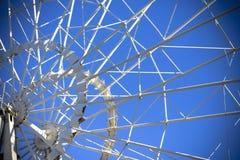 在清楚的蓝天背景的弗累斯大转轮  免版税库存图片