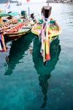 在清楚的水的ฺFisherman小船 免版税图库摄影