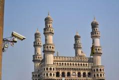 在清真寺前面的监视器 库存照片