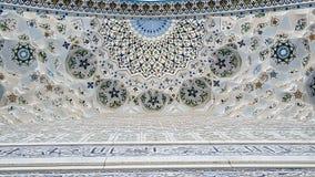 在清真寺未成年人的天花板的样式在乌兹别克斯坦 图库摄影