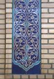 在清真寺的墙壁上的老东部马赛克,乌兹别克斯坦 图库摄影