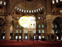 在清真寺穆斯林里面 免版税库存照片