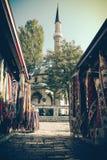 在清真寺附近的市场 免版税库存图片