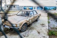 在渔夫风雨棚-土耳其的老汽车 图库摄影
