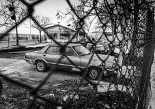 在渔夫风雨棚-土耳其的老汽车 库存图片