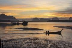 在渔村的日出 库存照片