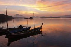 在渔村的日出 免版税库存照片
