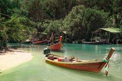 在渔村附近的小船在泰国 库存照片