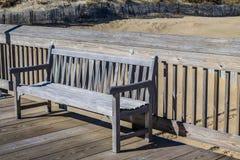 在渔码头的长凳在Sandbridge在弗吉尼亚海滩 库存图片